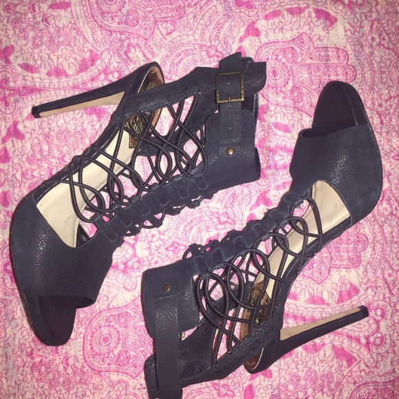 Vince Camuto Shoes - Vince Camuto Evel Leather Heels. Size 8.